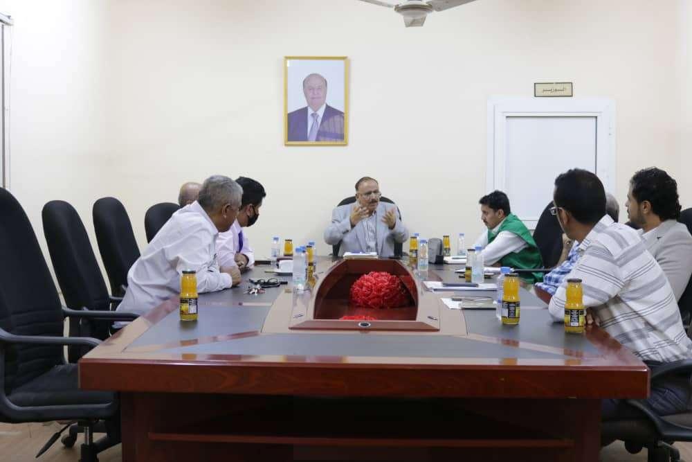 وزير النقل يناقش إعادة تأهيل وتطوير مطار عدن الدولي