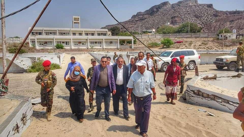 الوزير السقطري يتفقد مركز تربية الأحياء المائية ومركز التلوث البحري بمديرية البريقة