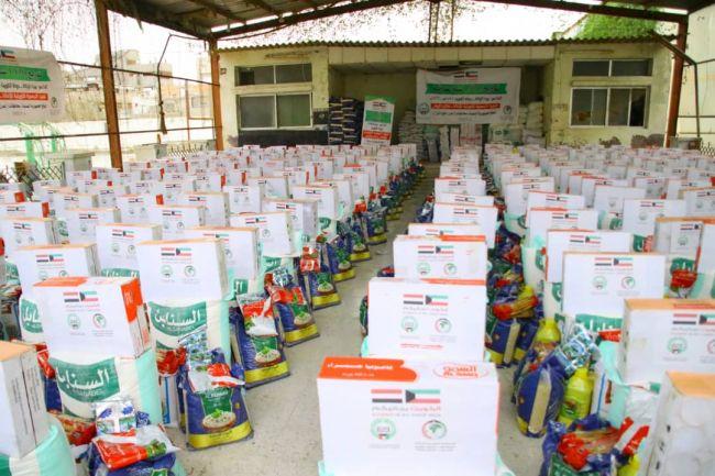 الجمعية الكويتية للإغاثة توزع سلات غذائية بمحافظة عدن